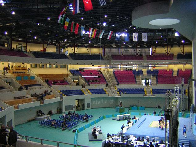 Η κεντρική σάλα κατά τους αγώνες  που εγκαινίασαν το κλειστό (Δεκέμβριος 2003)